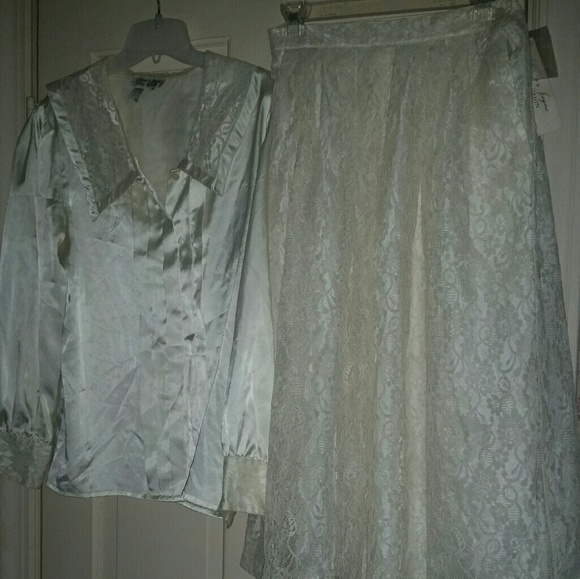 laura and jayne Dresses & Skirts - Laura & Janye Ivory 2 piece Suit skirt Size 12 NWT